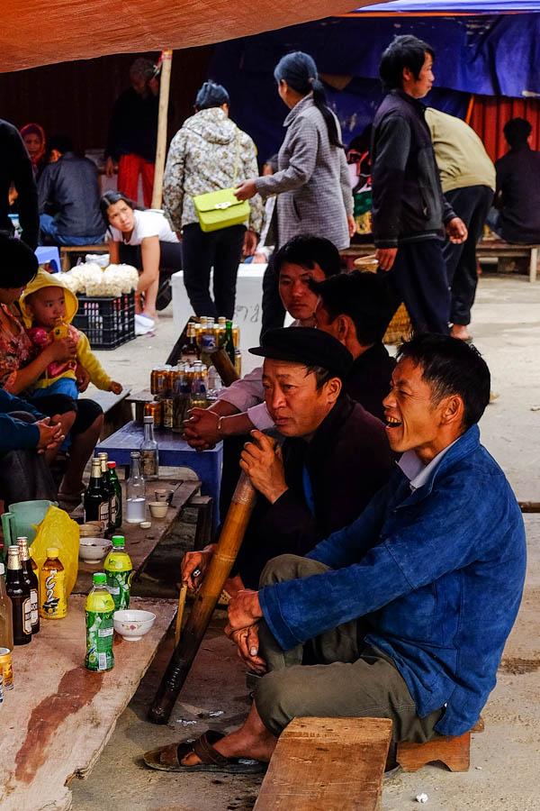 Le điếu cày, la pipe à eau vietnamienne.