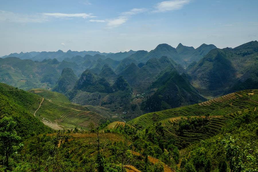 Montagnes et cultures en terrasse sur la boucle d'Ha Giang.
