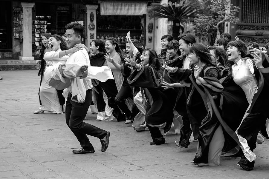 Jeunes vietnamiens fraîchement diplômés à Hanoï, Vietnam.