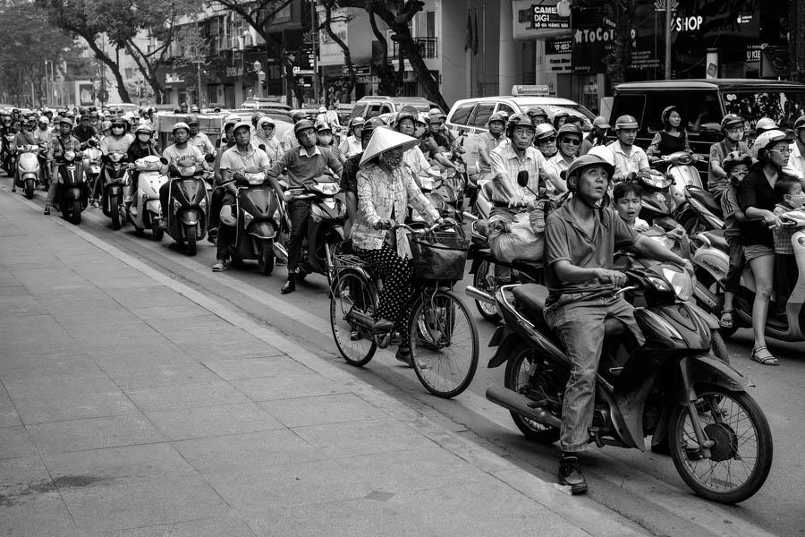 Junge urbaine: les deux-roues d'Hanoï, Vietnam.