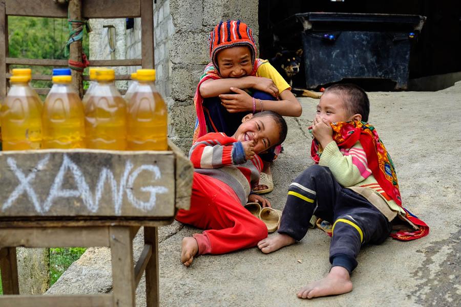 Enfants rieurs dans le nord du Vietnam.