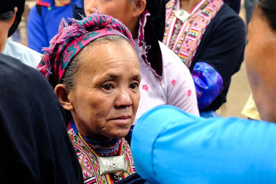 Vieille femme au marché de Meo Vac, Vietnam.