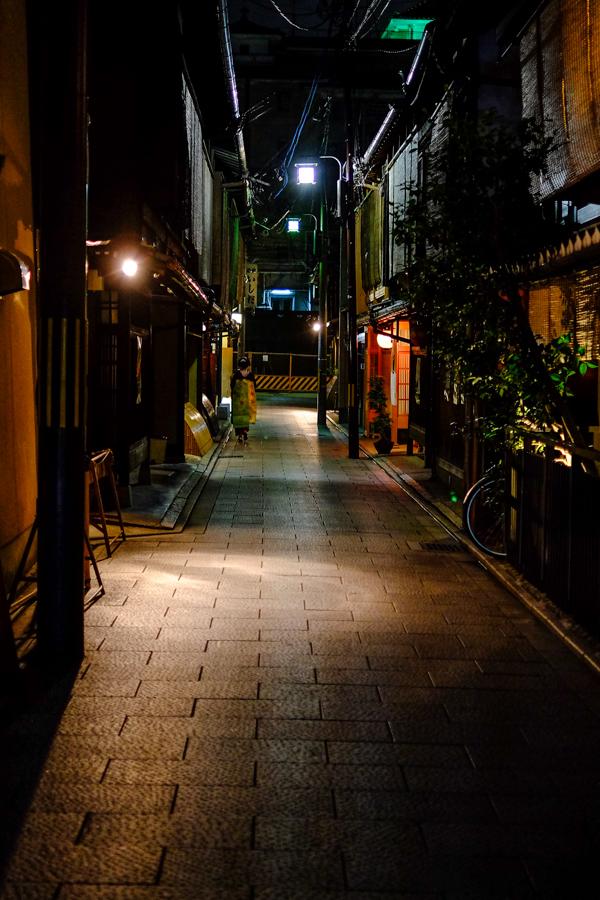 Ruelle dans le quartier de Gion, à Kyoto, Japon.