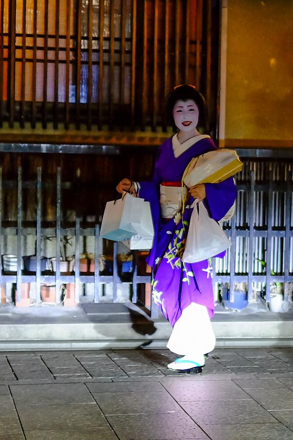Véritable Geisha dans le quartier de Gion, à Kyoto, Japon.