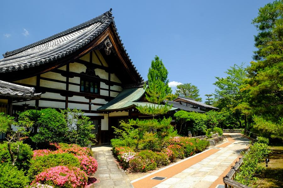 Temple et son jardin zen à Kyoto au Japon.