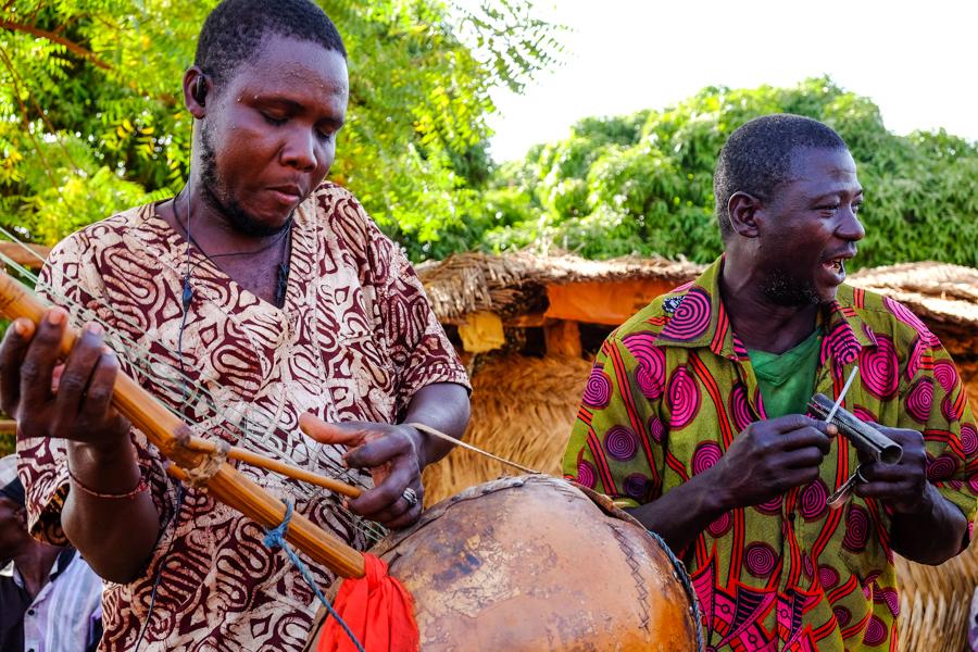 Concert improvisé à Banfora au Burkina Faso.