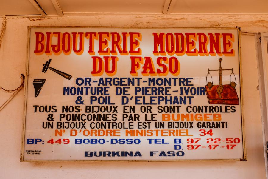Devanture de bijouterie au Burkina Faso à Bobo Dioulasso.
