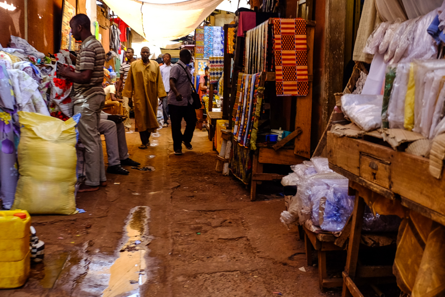 Dans le grand marché de Bobo Dioulasso, au Burkina Faso.
