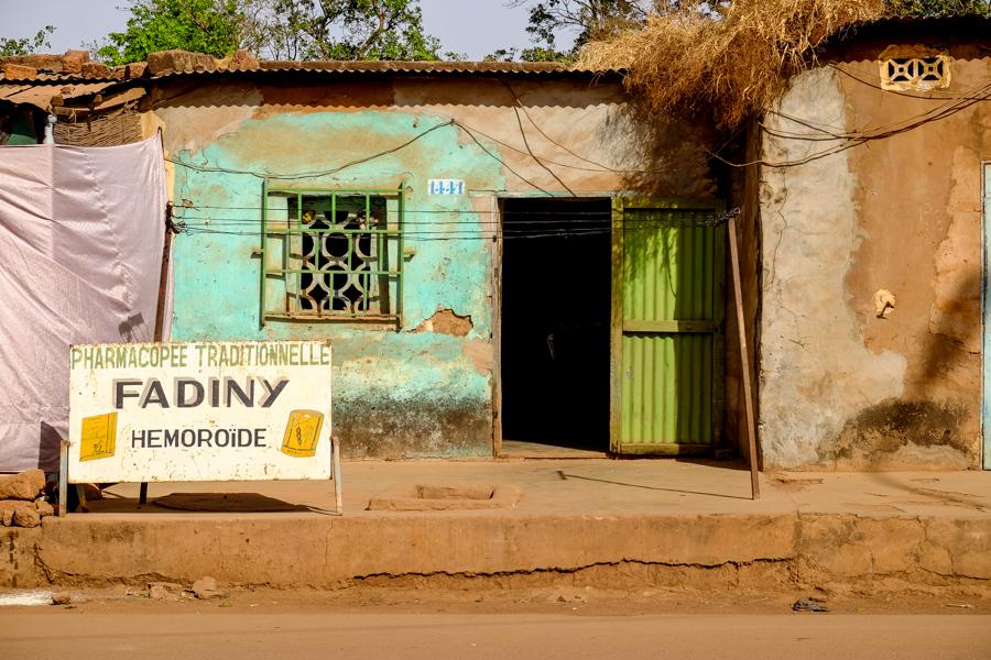 Pharmacie traditionnelle à Bobo Dioulasso, au Burkina Faso.