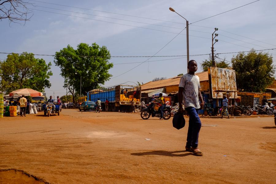 Rue de Bobo Dioulasso au Burkina Faso.