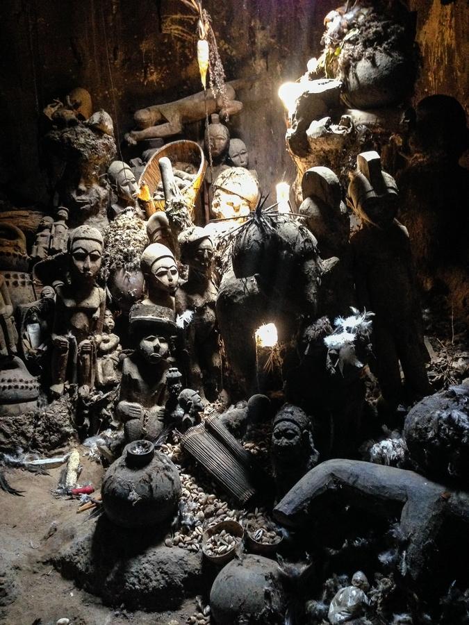 Statuettes de féticheur au Burkina Faso.