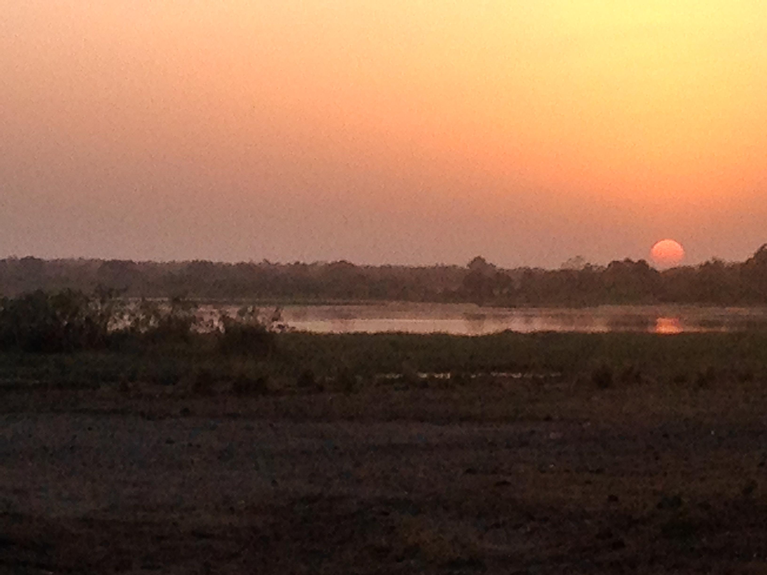Soleil couchant à Tengrela, Burkina Faso.