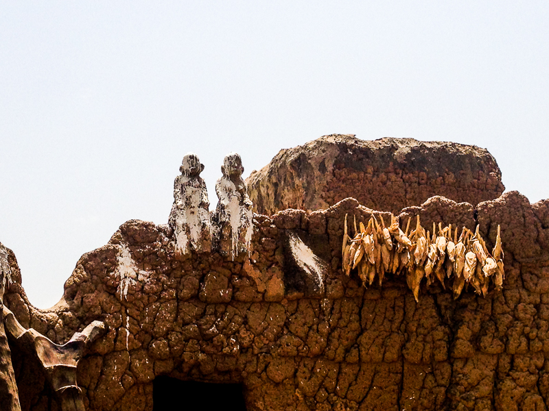 Porte d'une case Lobi au Burkina.
