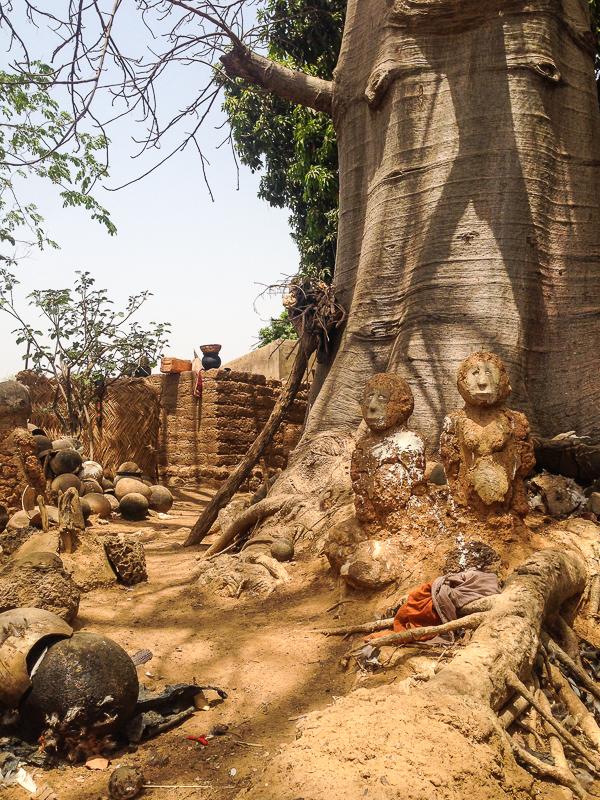 Autel des fétiches en pays Lobi au Burkina.