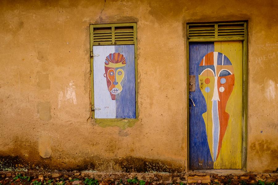 Peintures naturelles à Kpalime, au Togo.