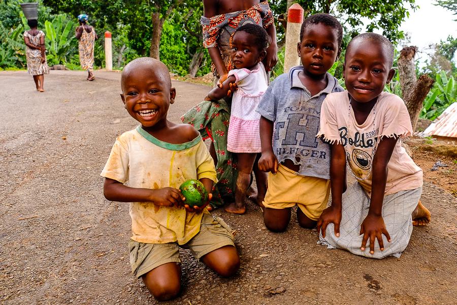 Portrait d'enfants près de Kpalime, au Togo.