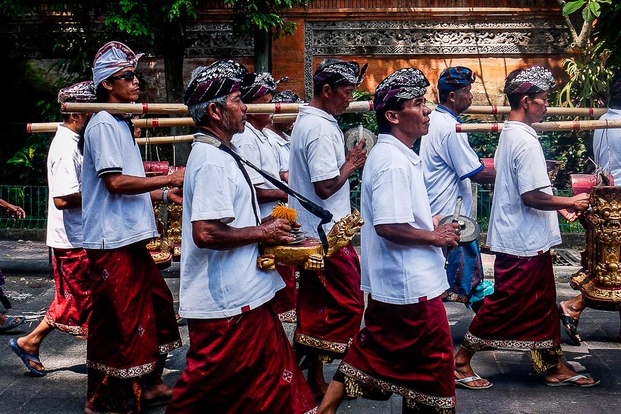 Cérémonie funéraire hindoue à Bali, Indonésie.