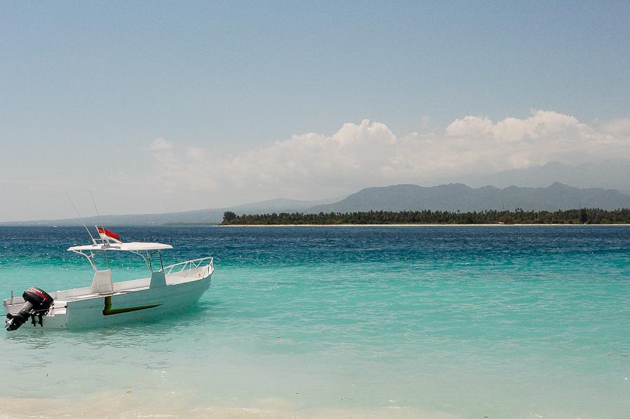 Lagon turquoise aux îles Gili, Lombok, Indonésie.