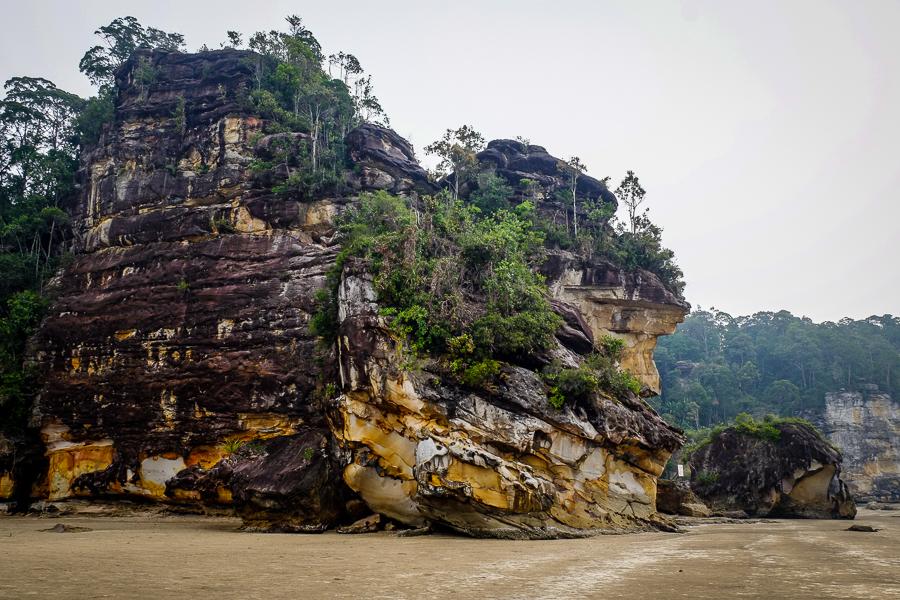 La plage du parc de Bako, à Bornéo, Malaisie.