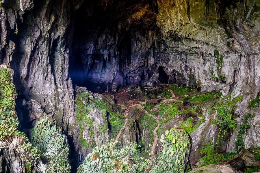La gigantesque grotte de Deer Cave à Bornéo, Malaisie.