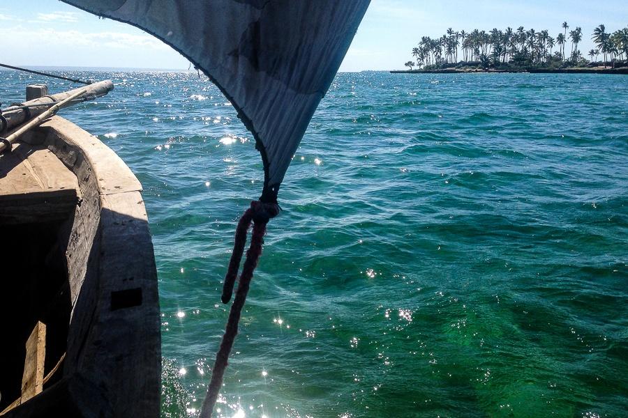 A bord d'un dhow traditionnel, archipel des Quirimbas, Mozambique.