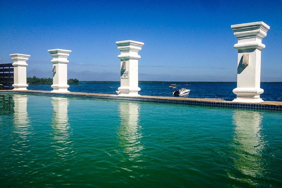 La piscine de l'hôtel Cinco Portas à Ibo, archipel des Quirimbas, Mozambique.