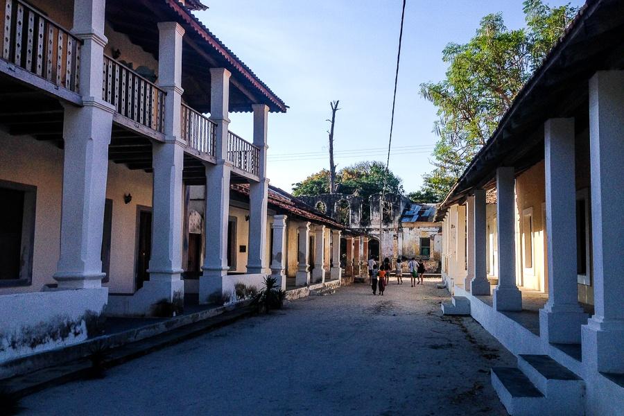 Les rues coloniales d'Ibo, archipel des Quirimbas, Mozambique.