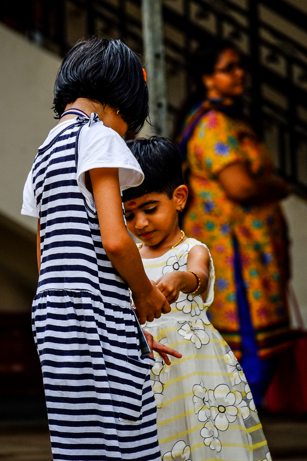 Jeunes indiennes à Singapour.