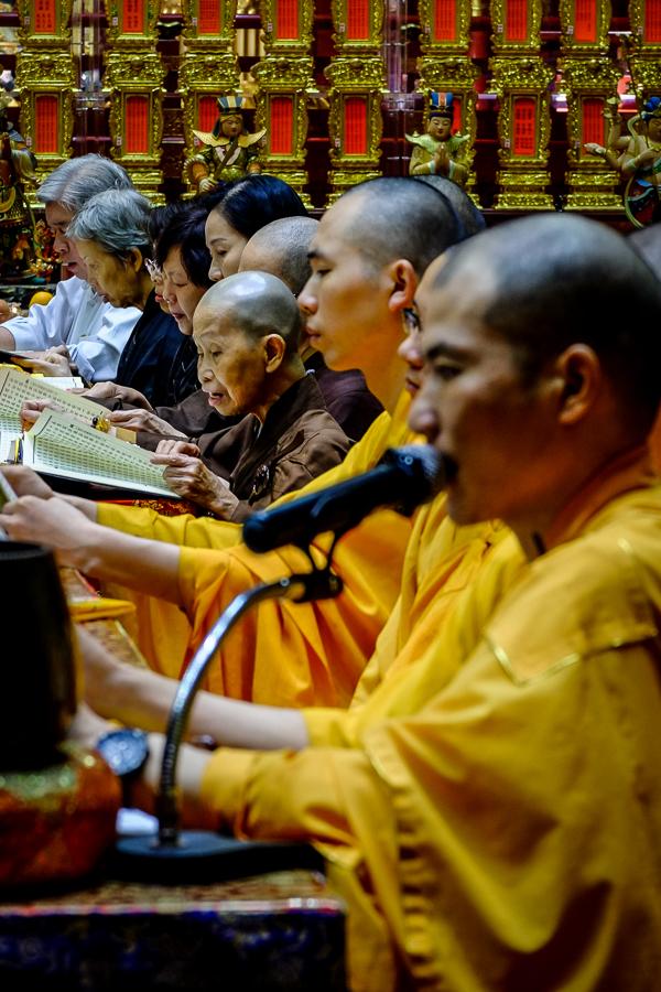 Dans un temple bouddhiste de Singapour.