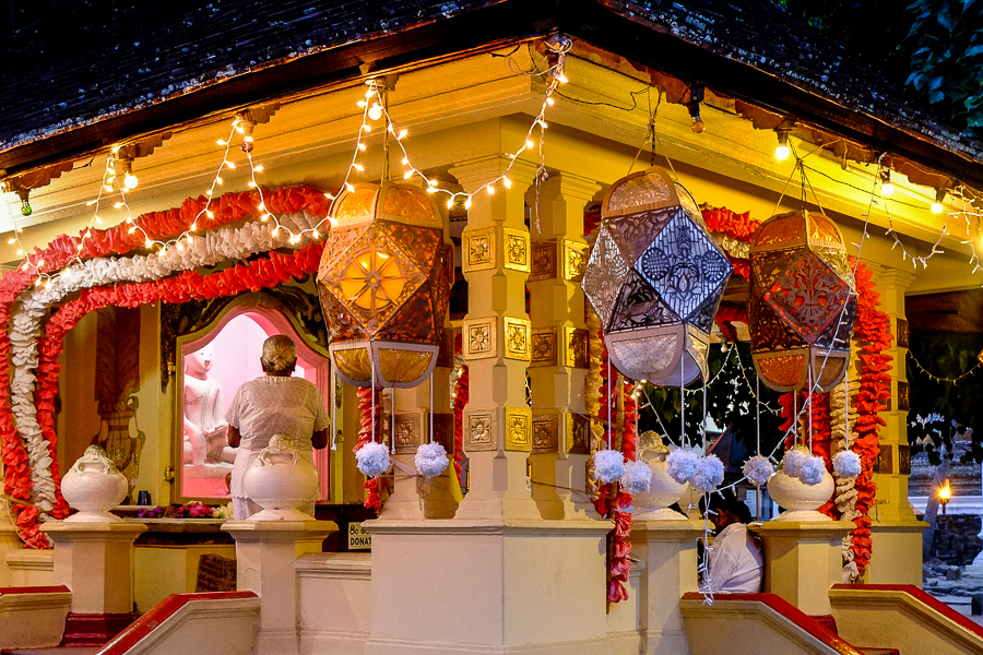 Temple de nuit au Sri Lanka.