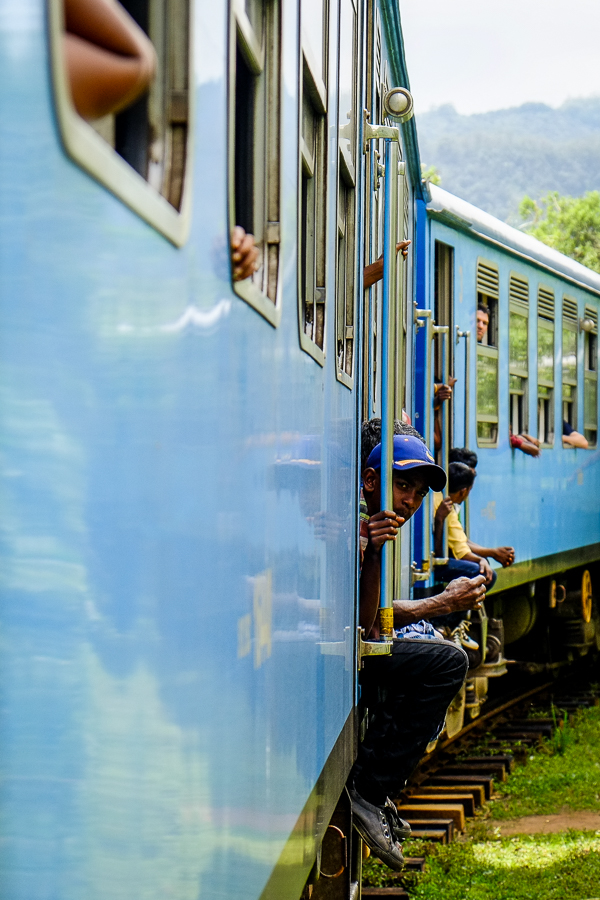Train bleu au Sri Lanka.