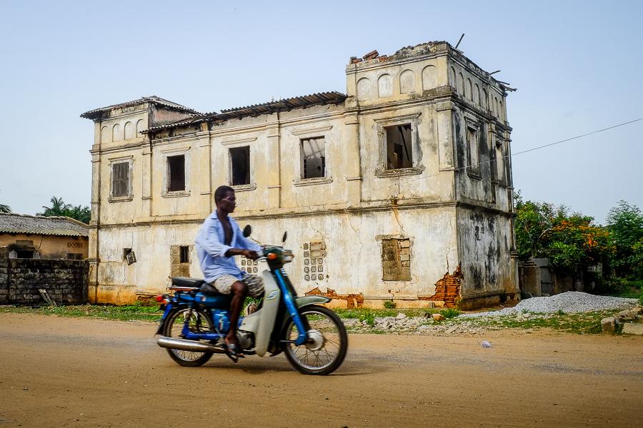 Dans les rues d'Aneho, au Togo.