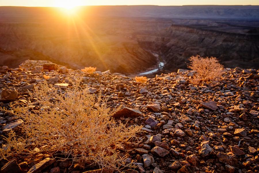 Coucher de soleil dans le Fish River Canyon en Namibie.