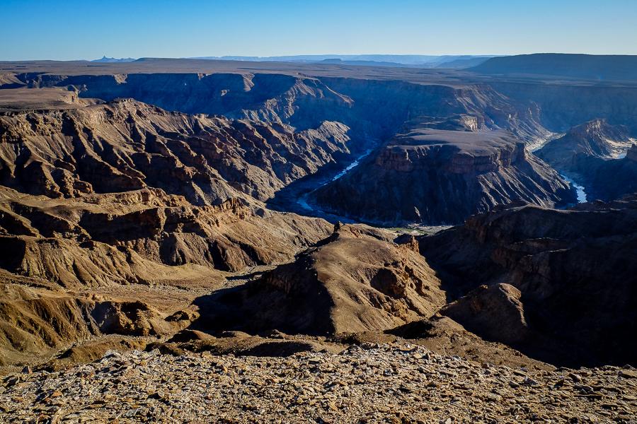 Le Fish River Canyon en plein jour, en Namibie.