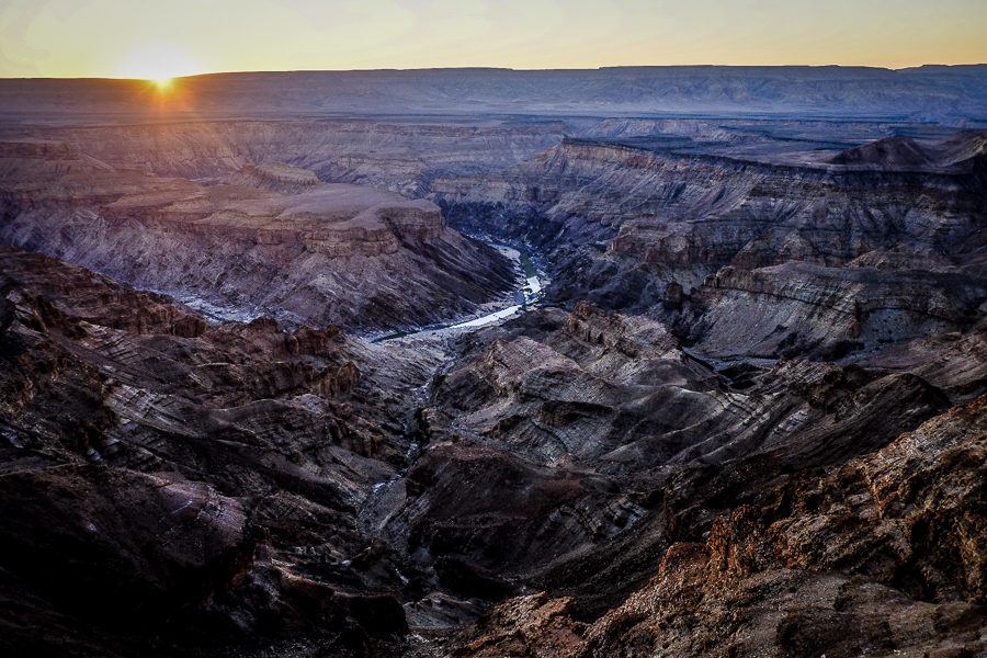 Paysage panorama du Fish River Canyon en Namibie.